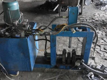 【厂家推荐】专业生产板簧设备厂家--创和弹簧设备